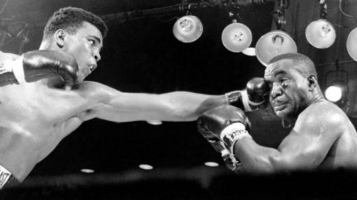 Muhammad Ali este singurul om care a câştigat Campionatul Mondial de Box de trei ori la rând