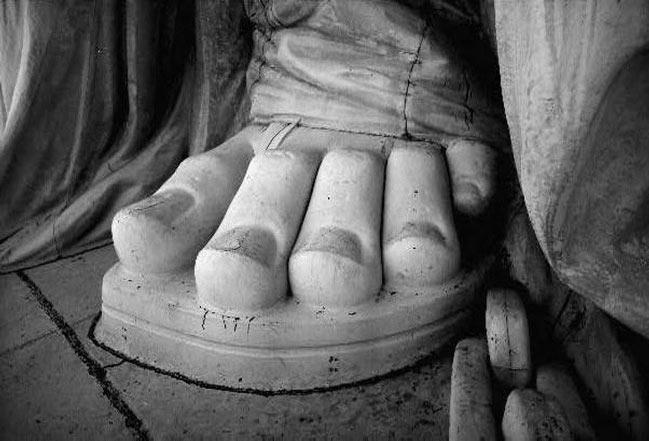 Statuia Libertatii are picioare grecesti