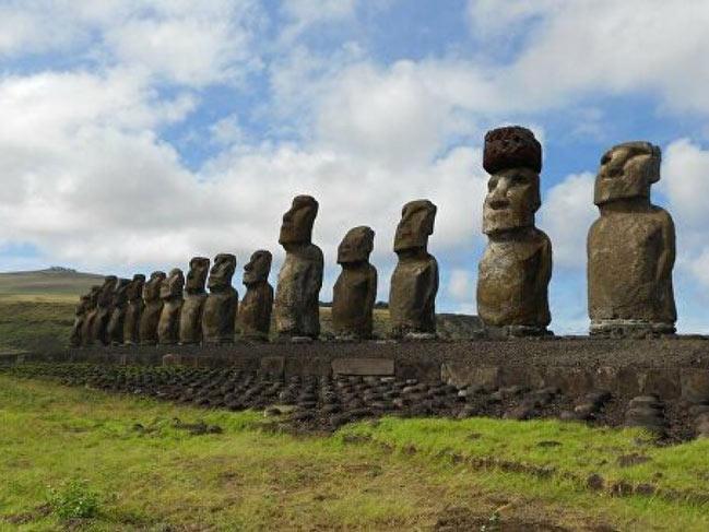 Statuile Moai de pe Insula Pastelui