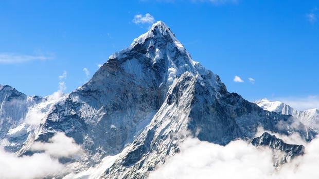 Virful everest din Munţii Himalaya