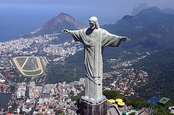 Statuia colosală a lui Hristos din Rio de Janeiro