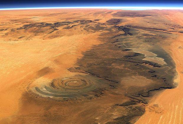 Ochiul multicolor al Saharei