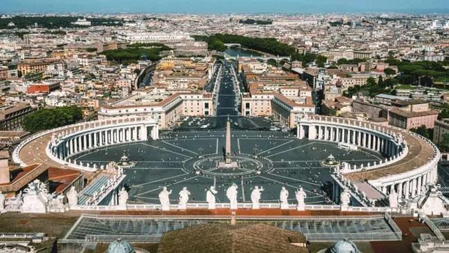 Biblioteca din Vatican: o bogata enciclopedie cu secrete si mistere